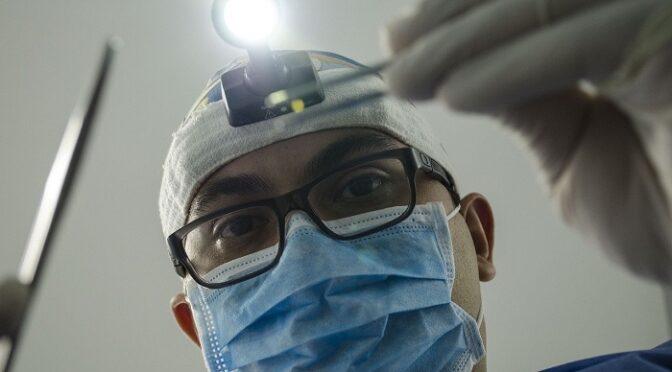 医者に掛かったのは耳掃除だけ。全盲独女55歳を苛む異常なまでの先生不信